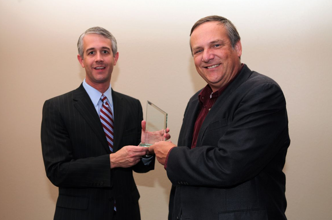 Texas A&M VP Jason Cook presents Newsmaker Image Award to Professor John Nielsen-Gammon. Image courtesy of Texas A&M.